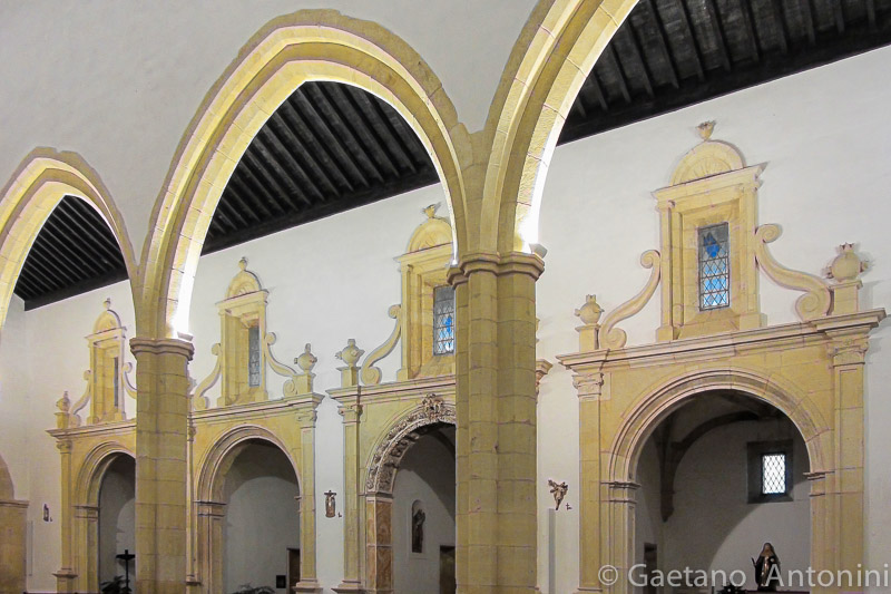S. Maria do Olival:  Gothic Arches